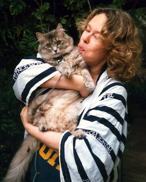 Sandy Dennis and cat.