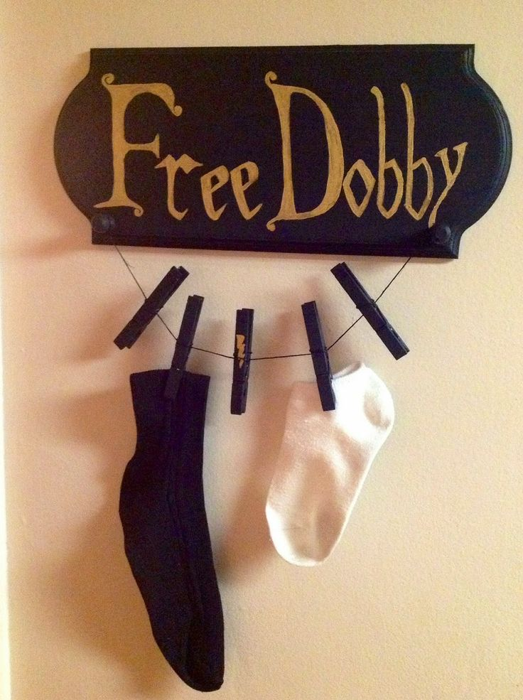 """The Crafty Scarlet Raven: Dobby's Sock Keeper S.P.E.W.! Help out Harry Potter's friend Dobby and all the other house elves with this DIY """"Free Dobby"""" sock holder. Keep track of stray socks and support your local house elf. #HarryPotter"""