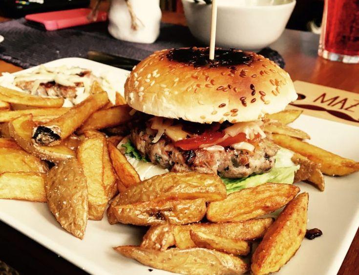Burger z żeberek i karmelizowane frytki belgijskie - zgara.pl #burger #bbq #burgers #food #streetfood #pork #frytkibelgijskie #belgianchips #fritas #recipies #przepis #jedzenie