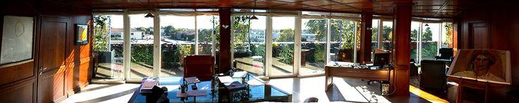Peruzzo  Gattuso si è occupata della progettazione e dell'allestimento del giardino verticale e della fornitura degli arredi. #architettura #architecture #giardino #giardinoverticale #verticalgarden #green #uffici #workspaces #arredo #arredamento #desing #360°