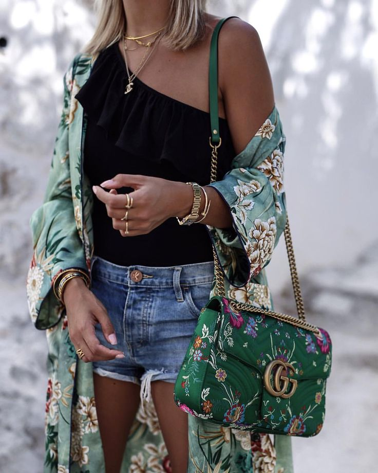 """""""Mi piace"""": 6,581, commenti: 208 - A Y L I N K Ö N I G (@aylin_koenig) su Instagram: """"d e t a i l s  you can find this look on the blog today  wearing my beloved one shoulder top…"""""""