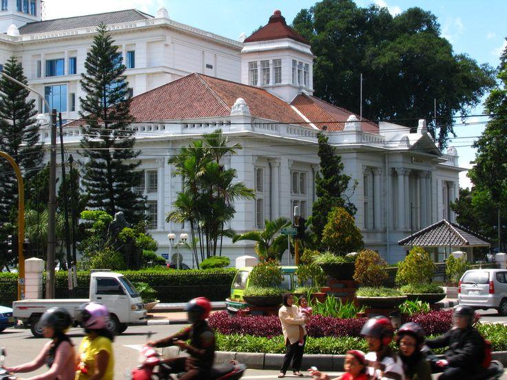 De Javasche Bank, now Bank Indonesia at Jalan Braga. Architect: Thomas Karsteen, built: 1931.