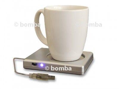 S USB ohrievačom nápojov sa vám už nikdy nestane, že budete musieť piť studený čaj alebo kávu. Použitie je pritom veľmi jednoduché - stačí ho iba zapojiť do USB portu počítača a sám bude udržiavať vaše nápoje horúce. Čo si viac priať? USB ohrievač nápojov je vlastne malou varnou doskou, ktorá udržuje vaše nápoje horúce ďalších 30 minút a dokáže udržiavať váš nápoj na teplote 40 stupňov až celú hodinu.