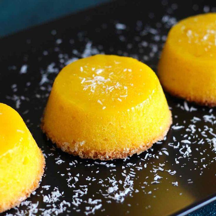 Le quindim est un succulent dessert traditionnel brésilien d'origine portugaise composé de jaunes d'oeufs, de sucre et de noix de coco.