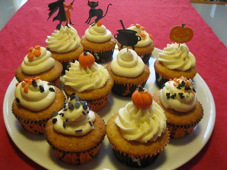 Halloween sta arrivando! Cupcakes alla zucca con glassa allo sciroppo d'acero |