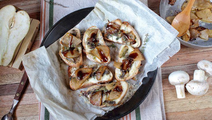 Crostoni al taleggio funghi e pere caramellate | iFood