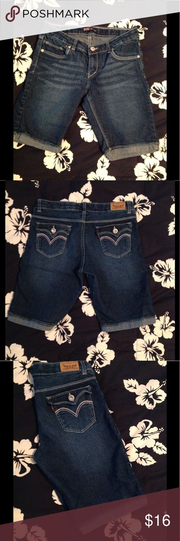 Girls Levi's Bermuda Jean Shorts 16 Like new. Cotton/poly/ramie/spandex. Cute 'bling' on pockets!  Adjustable waistband (only seen on inside!). Very Gently Worn...no sign of wear!! Girls 16 Levi's Bottoms Shorts