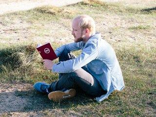 Kostenloses Bibellese-Material und Bibeln verbreiten auf der ganzen Welt.