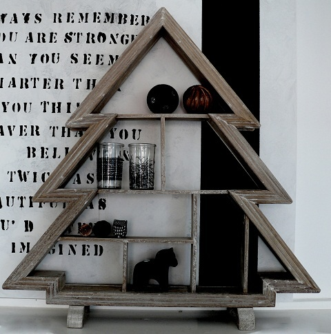 This Dutch Wooden Christmas Tree shelf/decoration is SO awesome! ~ ♥