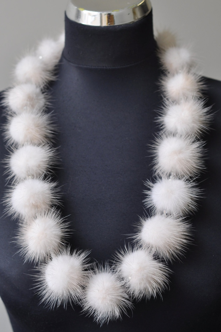 Luxorious delicate mink fur necklace with chech by MamaMadelt,