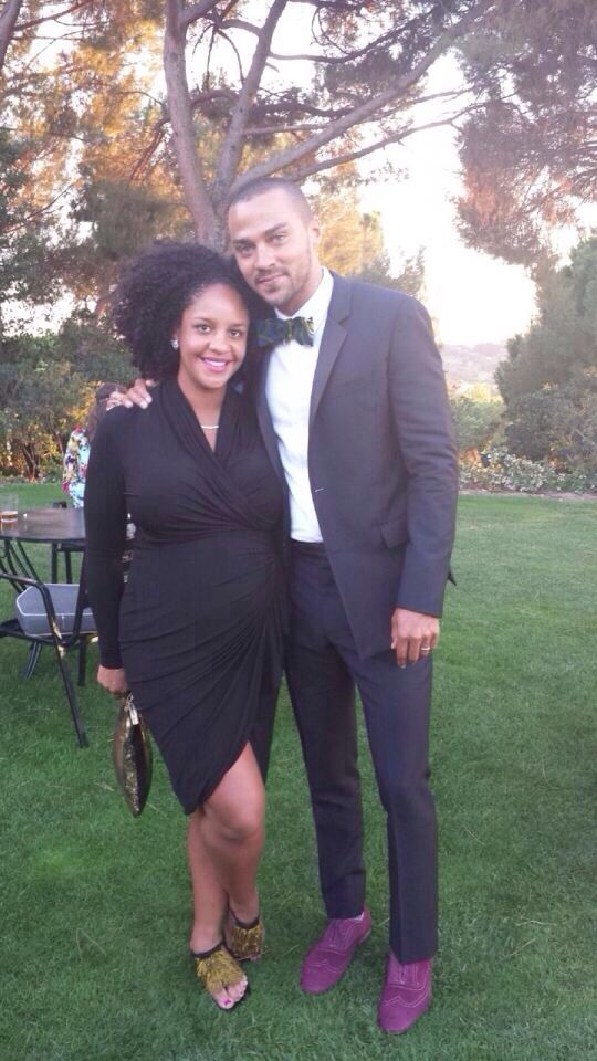 JESSE WILLIAMS WITH HIS EXPECTING WIFE. LOOOVVEEE THAT SHE'S A REAL WOMAN!