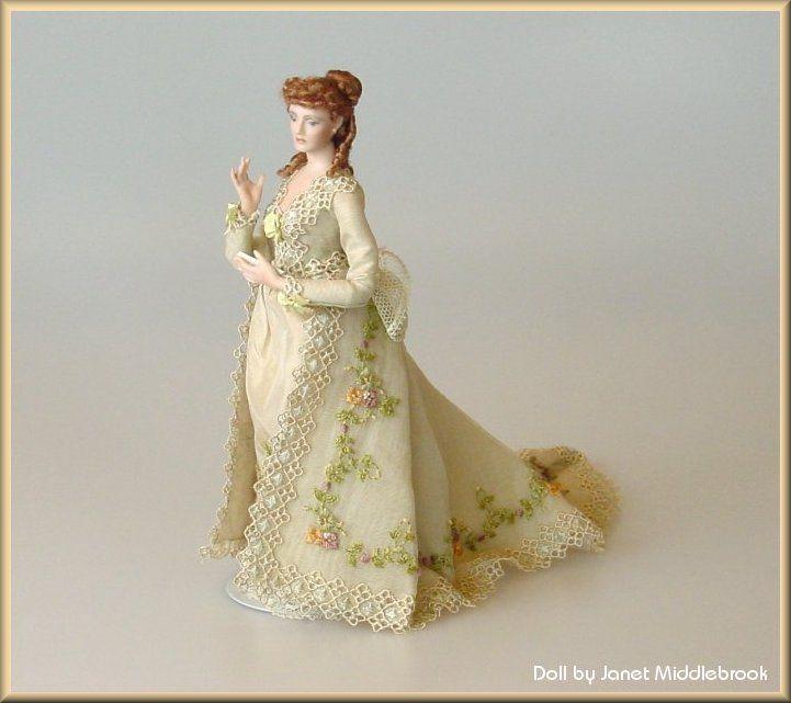 """Всем любителям делать из кукол """"тортики с розочками"""" посвящается... [изображение] Скажу честно, я сама не большой любитель такого рода нарядов...но иногда пробивает на сладкое )) [изображение]... — Кукольные платья"""