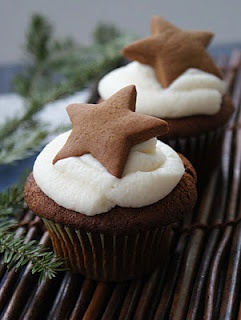 Gingerbread Cupcakes with Gingerbread Cookie Star - love the idea of putting a gingerbread cookie on top
