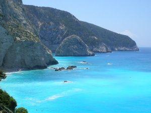 Η Λευκάδα είναι ένα νησί στο Ιόνιο πέλαγος το οποίο αποτελεί δημοφιλή τουριστικό προορισμό για καλοκαιρινές διακοπές και ταξίδια αναψυχής. Η Λευκάδα ανήκει στο νησιώτικο σύμπλεγμα των Επτανήσων στην Ελλάδα. Την αποκαλούν  «στεριανό νησί», καθώς είναι το μοναδικό που έχει οδική πρόσβαση. Είναι το τέταρτο σε μέγεθος νησί των Επτανήσων, έχει έκταση 302 τετραγωνικά χιλιόμετρα και πληθυσμό 23000 κατοίκους. Το «σμαραγδένιο» νησί, όπως αποκαλείται, ακουμπά σχεδόν της ακ…