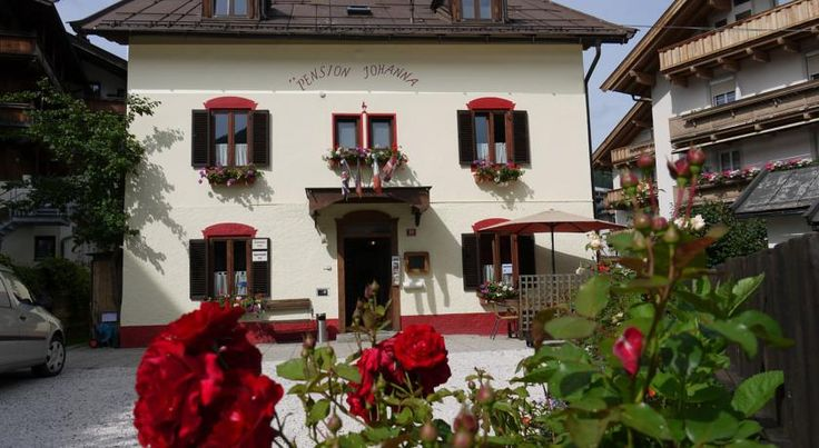 Pension Johanna Kitzbühel Pension Johanna enjoys a quiet location in the centre of Kitzbühel, within an 8-minute walk from the cable cars and Hahnenkamm Train Station. WiFi is provided free of charge.