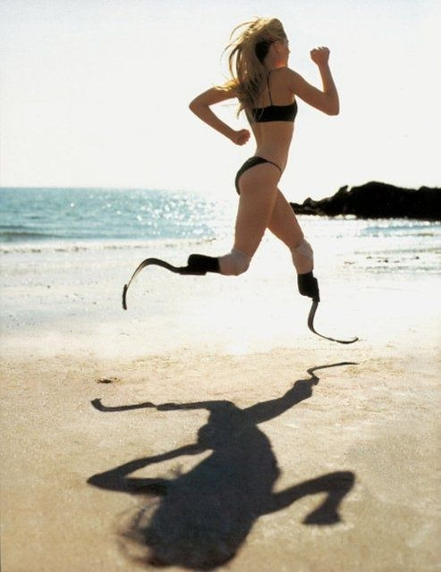 prosthetic limbs image | Aimee Mullins, American athlete with prosthetic limbs | Fisical