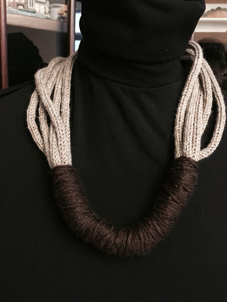 Handknitted cachemire necklace