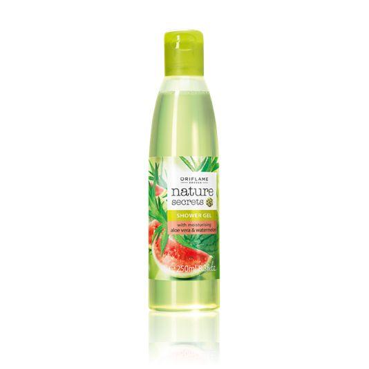 Gel de Ducha Hidratante con Aloe Vera y Sandía Nature Secrets (Cód. 24203) Refrescante gel con Aloe Vera hidratante y extracto de Sandía suavizante. Limpia tu piel y despierta tus sentidos con su delicioso aroma. Sin jabón. pH neutro.