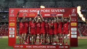 Le Canada a pu célébrer sa toute première victoire en Série mondiale de rugby à sept masculin ce dimanche à...