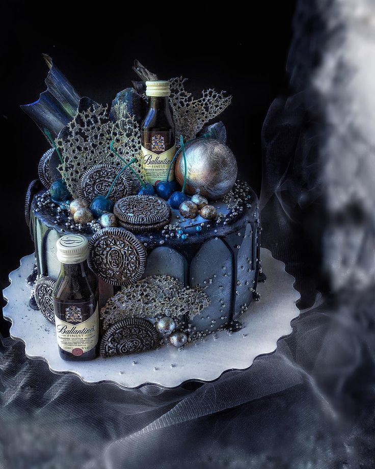 210 отметок «Нравится», 22 комментариев — Рецепты.Советы. Арт-кондитер (@bondnataliitsme) в Instagram: «Как вы относитесь к тортам с маленькими алкогольными бутылочками? Лично мне нравится ,это…»