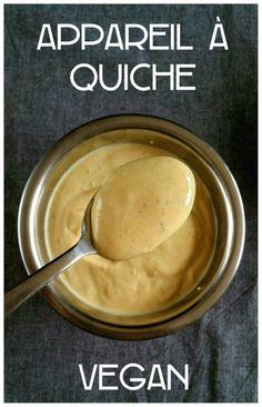 Appareil pour quiche vegan ingrédients : 400g de tofu soyeux 30g de farine ou de maizena (je suis dans ma période « farine de pois chiche », c'est divin dans cette recette !) 30g d'eau 1 cuillère à café d'herbamare ou de sel 10 tours de poivre du moulin 1 cuillère à café de curcuma (pour donner une couleur jaune)