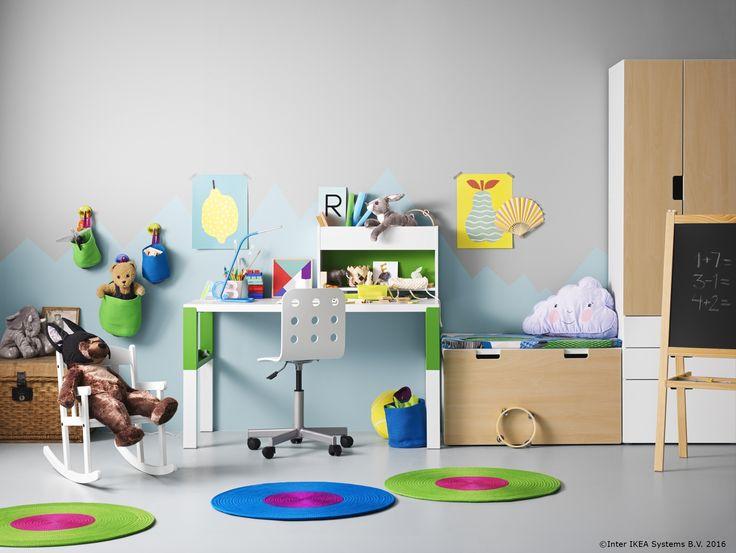 Școala a început deja iar cei mici și-au pregătit deja biroul. Culorile și jucăriile de pluș au spus deja prezent.