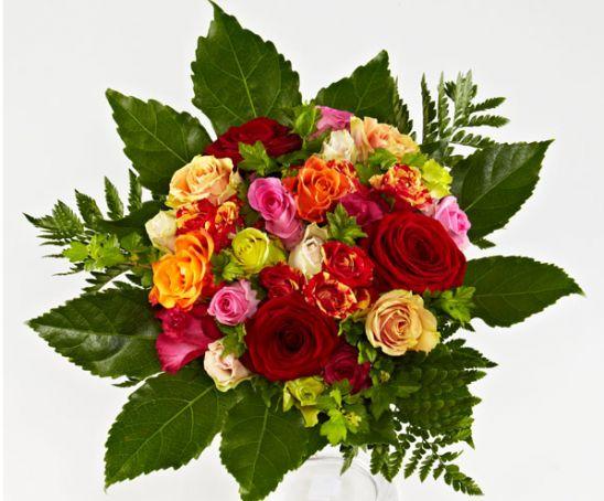 Rosenbuket i varme farver - en varm buket til mor.