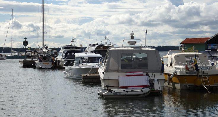 boats moored in the little harbor on Nasslingen