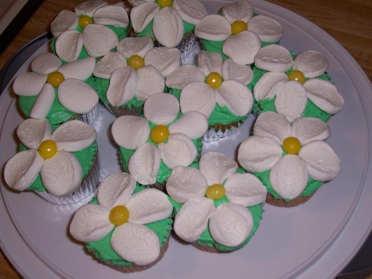 Marshmellow flower cupcakes