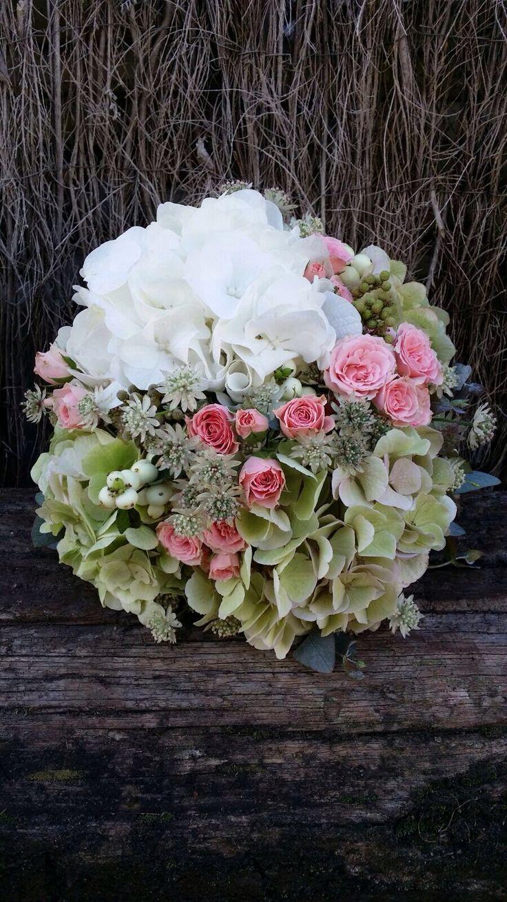 #Ramos de novia con #hortensias y #rosas    Andaluflor.es