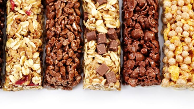 When 3pm hits, make sure you're reaching for the right snack! Dr. Joey Shulman shares her advice for choosing the right protein bars.