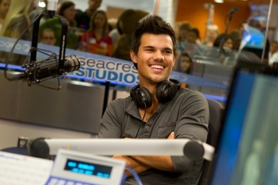 taylor lautner in valentine's day movie