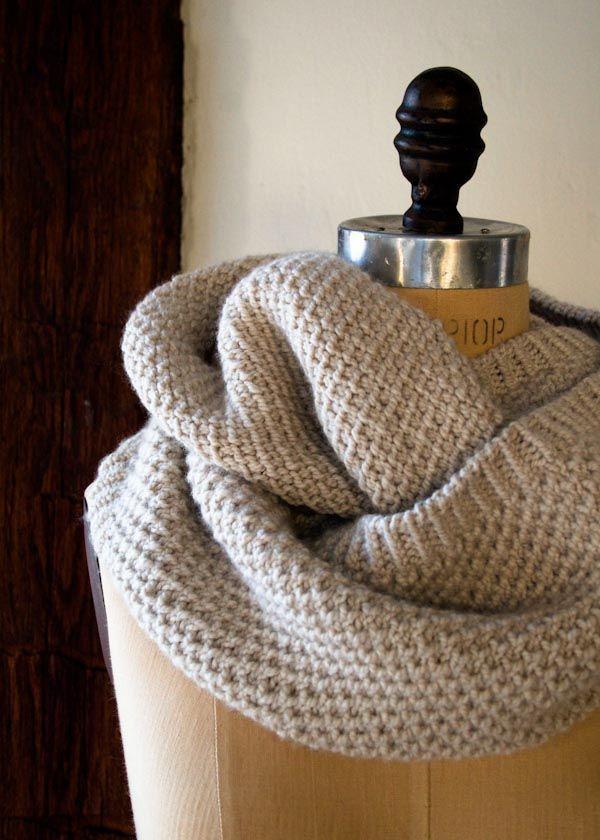 Um padrão clássico Cowl por Purl Soho. Knitted Cowl faria um addi muito elegante ...