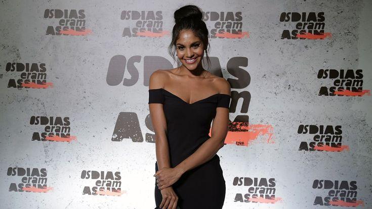 Barbara Reis usou um vestido preto tomara que caia (Foto: Raphael Dias/Gshow)