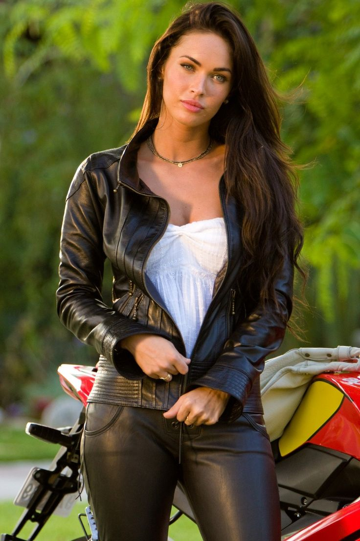 I love her leather jacket in this scene of transformers....i want a jacket like this