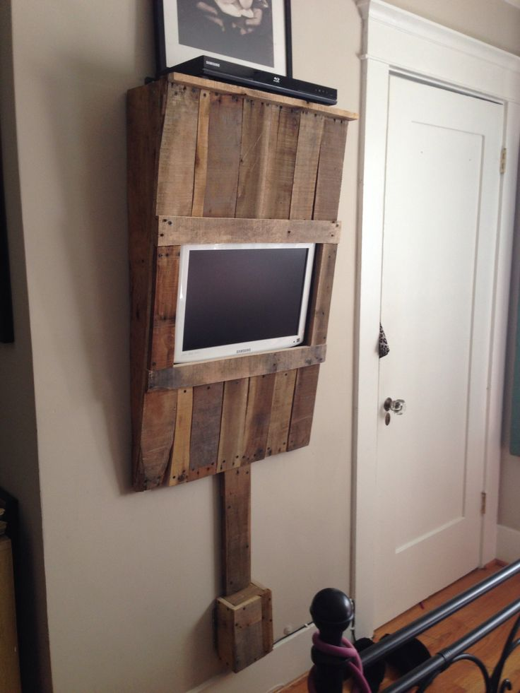 A slightly altered version if this would be perfect! (For me) ;) I would take the pallet wood all the way to the ground vs just covering the cables. DIY pallet wood wall mounted TV unit