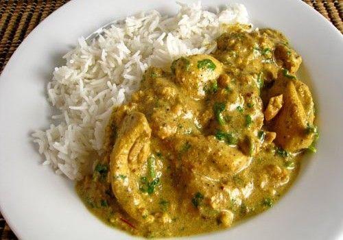Κοτόπουλο με σάλτσα γιαουρτιού, κάρυ, κάσιους & ρύζι μπασμάτι