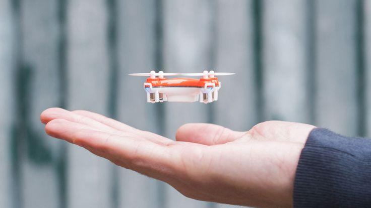 Detta måste vara den ultimata selfie-drönaren, om inte annat den mest portabla. Oavsett ändamål så är SKEYE Nano 2 FPV Drone vansinnigt liten.