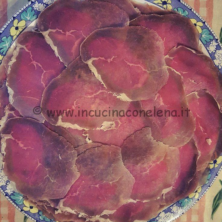 Oggi voglio proporvila bresaola fatta in casa. La bresaola è uno dei pochi salumi leggeri e magri, indicata molto spesso per chi è a dieta. Per fare una buona, sana, genuina bresaola fatta in casa…