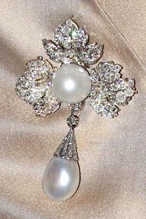 Dutch royal jewels . Diamond Leaf Strawberry Brooch - belongs to Queen Sophie of the Netherlands.