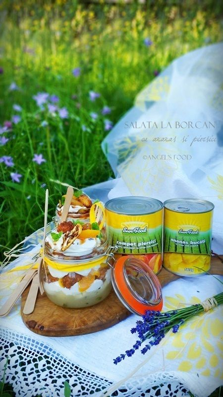 Angel's food: Salata la borcan cu ananas si piersici