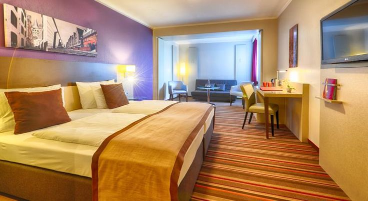 Leonardo Hotel Köln Köln This 4-star hotel with 24-hour reception is located just 1.5 km from the Kölnmesse Exhibition Centre and Lanxess Arena. Guests enjoy free WiFi in all areas, and free use of the spa area with sauna, gym and indoor swimming pool.