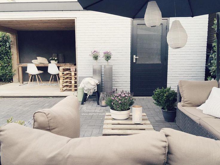 Lovely summer night  ... zie je die witte lantaarns van @housedoctordk? Je shopt ze al vanaf 495 ... Onmisbaar op deze heerlijke avonden  (zeker wanneer het straks donkerder wordt ) Fijne avond! ENJOY! www.sterrenhoudt.nl