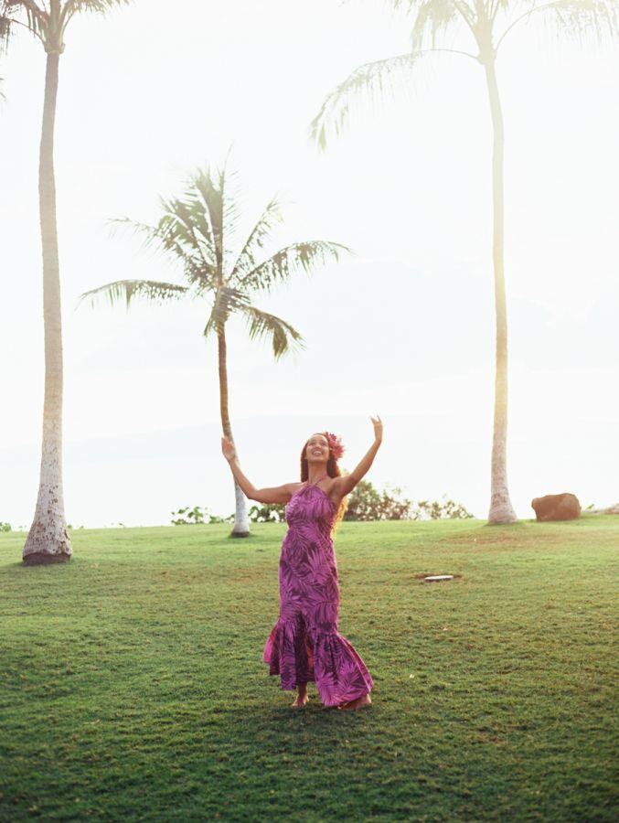 Dreamy Maui, Hawaii destination wedding: http://www.stylemepretty.com/destination-weddings/hawaii-weddings/2016/05/19/this-hawaiian-wedding-is-what-destination-wedding-dreams-are-made-of/   Photography: Wendy Laurel - http://www.wendylaurel.com/