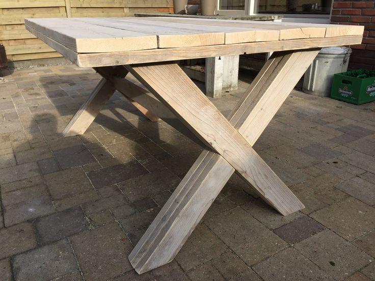 Eetkamertafel met kruispoten gebruikt steigerhout (100x160cm)
