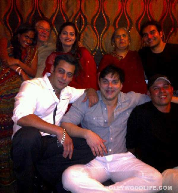 #SalmanKhan celebrates parents' wedding anniversary : First of all, here's wishing the celebrated screenwriter of the '70s Salim Khan and his adorable wife Salma Khan a very happy wedding anniversary. Had it not been the photograph posted on Salman Khan's Facebook page, we would have skipped the special day.