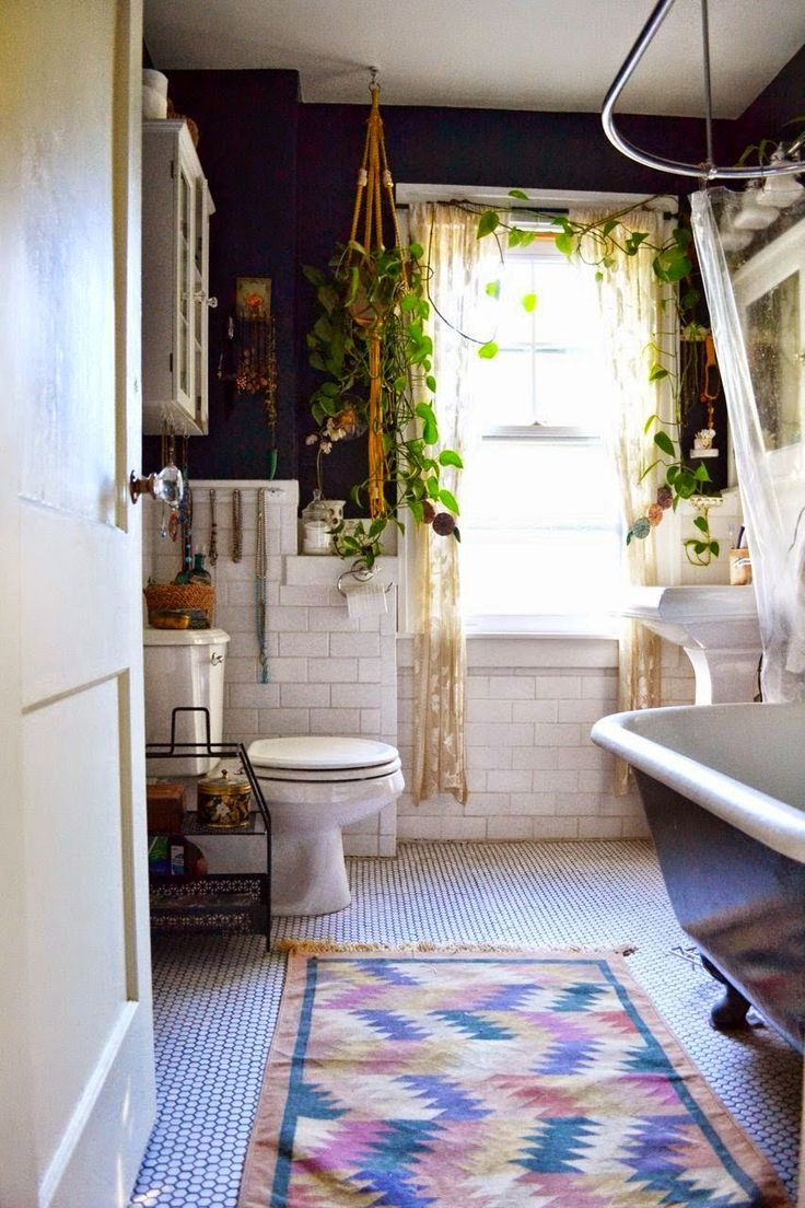 By adding a few live plants & a bright colored, tribal print rug to your bathroom, you've got the perfect Anthropologie-style bathroom design.