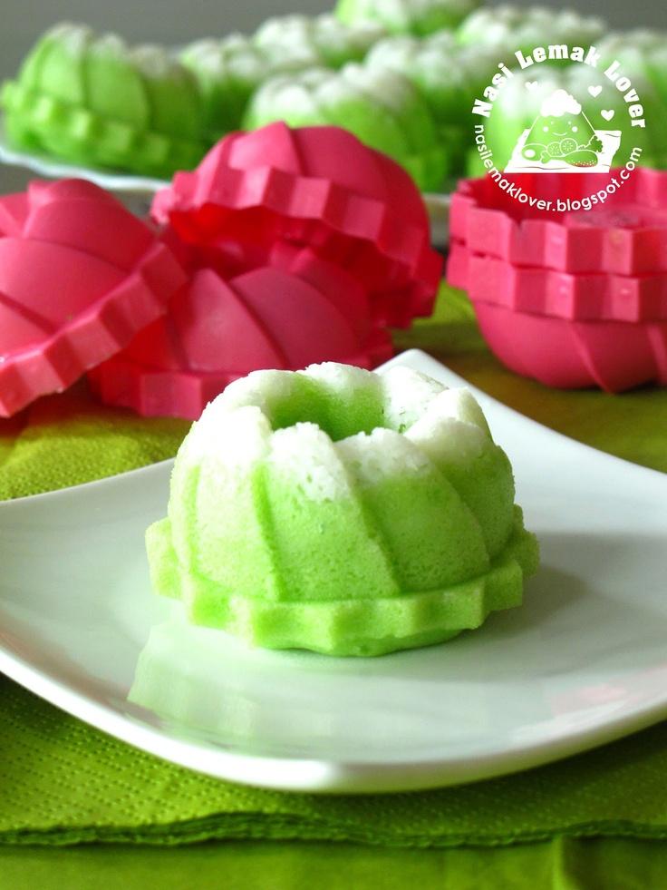 Steamed mini pandan sponge cakes - I need those moulds!