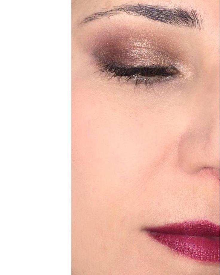 Y este es look de hoy. Últimamente estoy muy neutra no sé yo... Para los ojos he usado la paleta #nakedchocolate y la sombra #mimesis. Para los labios he usado #blackberry de #jordana. Me da la impresión de que en las fotos los últimos maquillajes se ven todos iguales o muy muy parecidos . #makeuplook #fotd #motd #look #eyemakeup #instamakeup #evamcobos #evamcobosbeauty  #evaimnotmua #imnotmua #cosmetics #maquillaje #cosmetica #beauty #belleza #makeuplover #makeupaddict #allaboutmakeup…