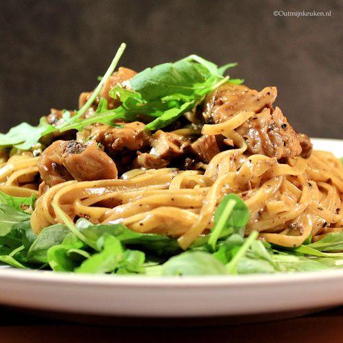 Pasta met truffel, paddenstoelen en kip